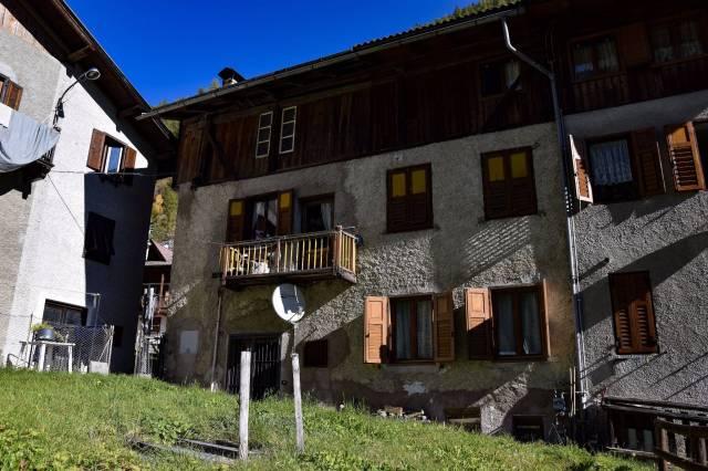 Appartamento in buone condizioni arredato in vendita Rif. 4890038