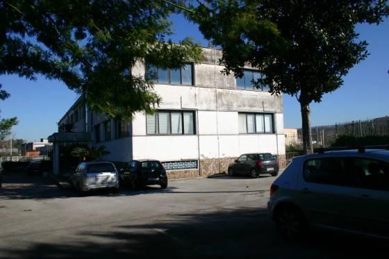Immobile Commerciale in vendita a Pozzuoli, 6 locali, prezzo € 1.000.000 | CambioCasa.it