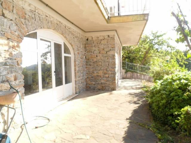 Villa in vendita a Laureana Cilento, 6 locali, prezzo € 170.000 | CambioCasa.it