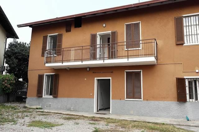 Appartamento in affitto a Besozzo, 3 locali, prezzo € 600 | CambioCasa.it