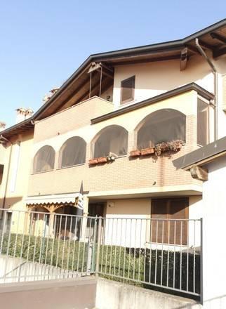 Appartamento in vendita a Comazzo, 3 locali, prezzo € 138.000 | CambioCasa.it