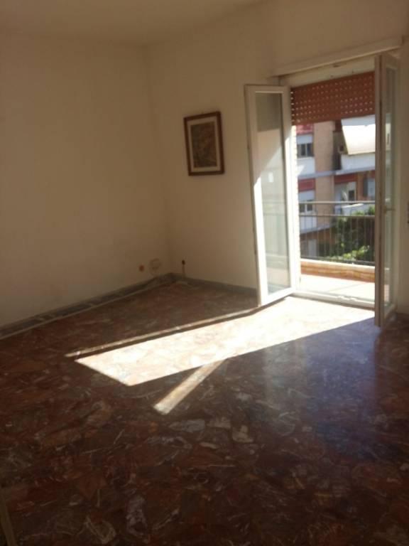 Appartamento in buone condizioni in affitto Rif. 9085785