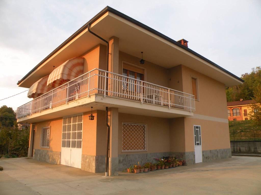 Villa in vendita a Santo Stefano Roero, 4 locali, prezzo € 210.000 | CambioCasa.it