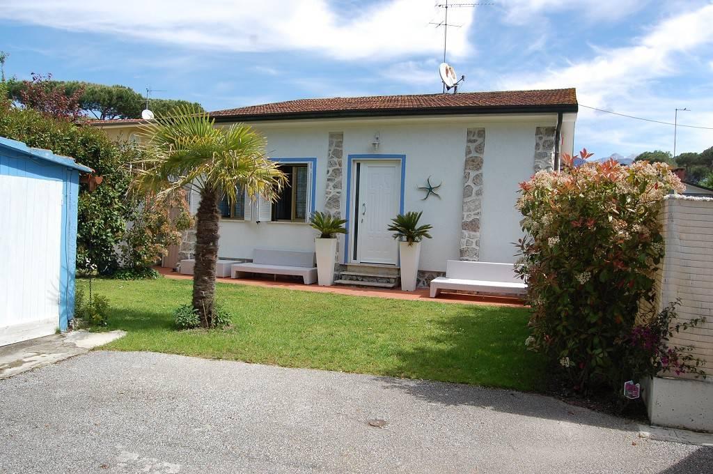 Villa in vendita a Montignoso, 4 locali, prezzo € 380.000 | PortaleAgenzieImmobiliari.it
