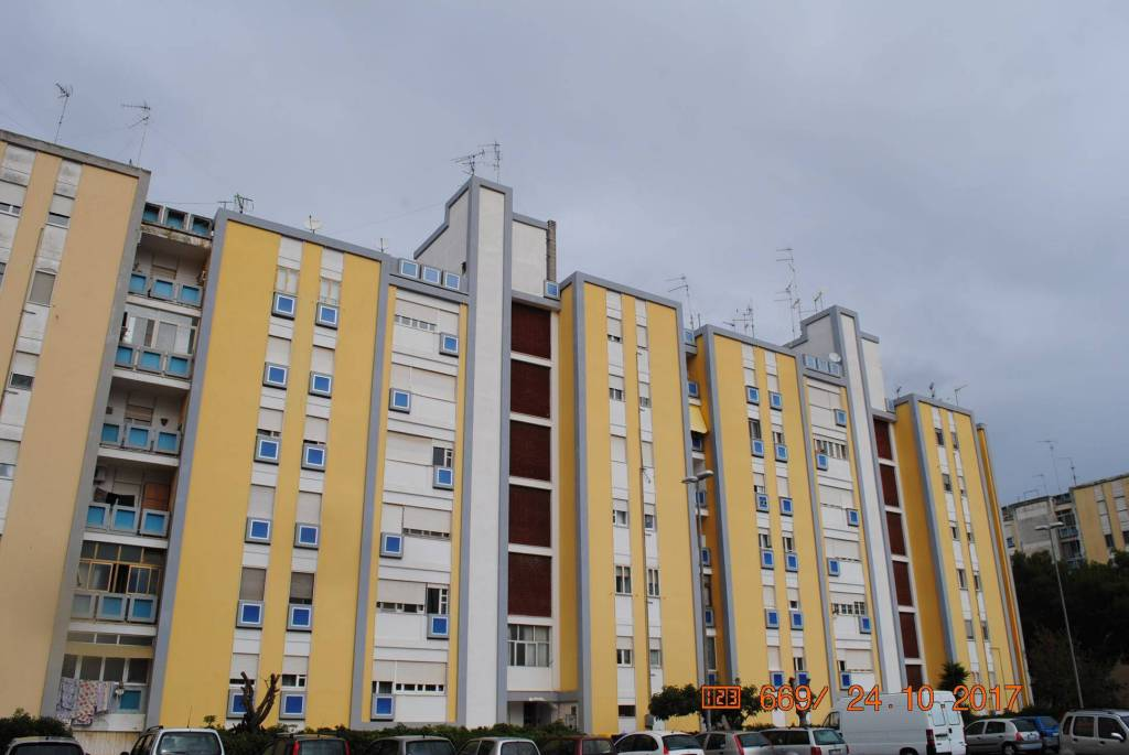 Appartamento in Affitto a Lecce Semicentro: 5 locali, 103 mq