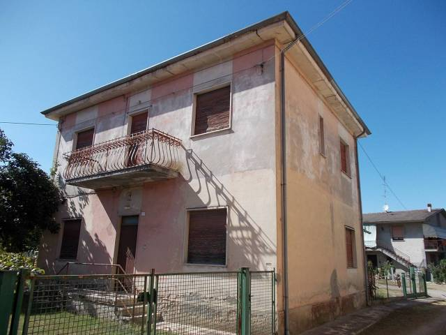 Villa in vendita a Cigognola, 6 locali, prezzo € 52.000   CambioCasa.it