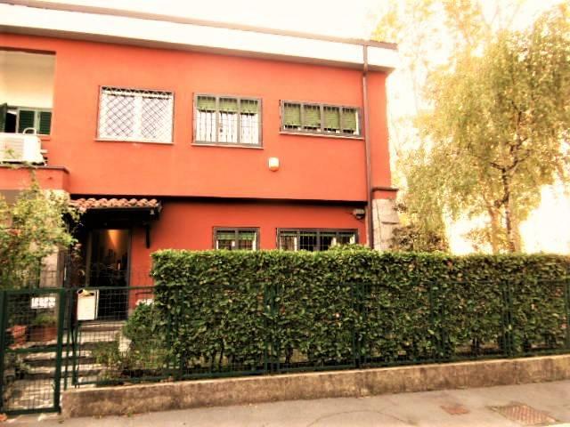 Villa a Schiera in vendita 5 vani 176 mq.  via Finale Ligure 2 Milano