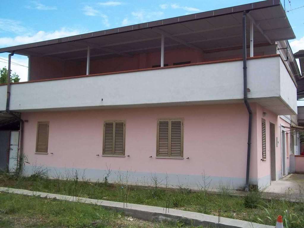 Casa Indipendente in buone condizioni parzialmente arredato in vendita Rif. 9161728