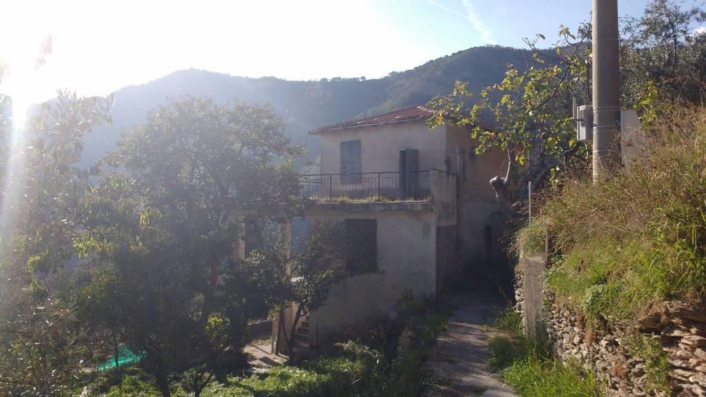 Foto 1 di Casa indipendente via Serro Antico 7, Avegno