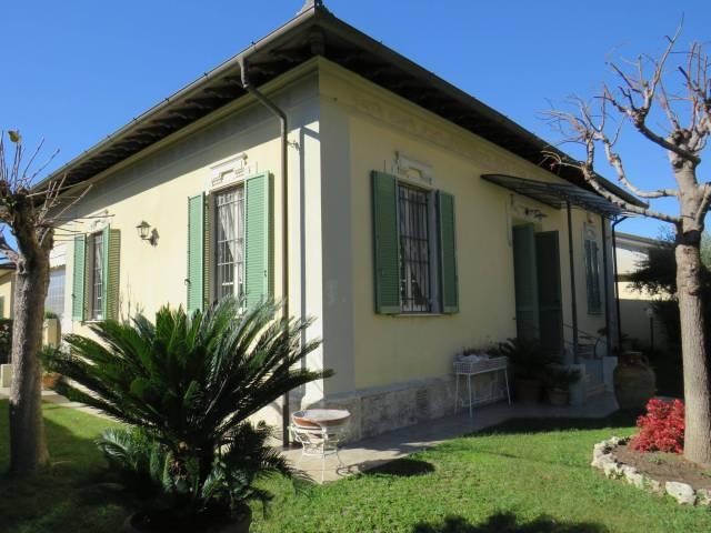 Villa 5 locali in vendita a Pietrasanta (LU)