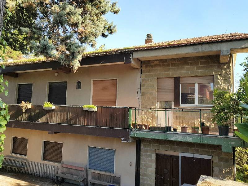 Casa indipendente con terreno di mq 12000