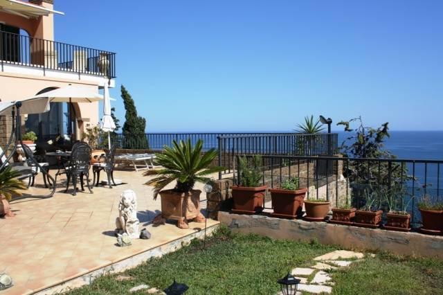 Appartamento in Vendita a Imperia Semicentro: 4 locali, 218 mq