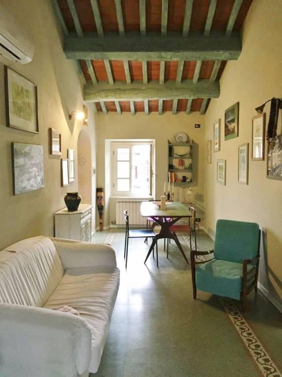 Appartamento in buone condizioni parzialmente arredato in vendita Rif. 9215389