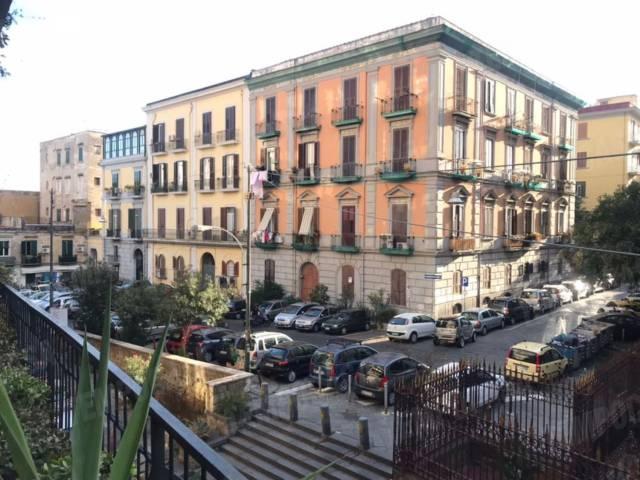 Appartamento in vendita 4 vani 90 mq.  via Gesù e Maria 15 Napoli