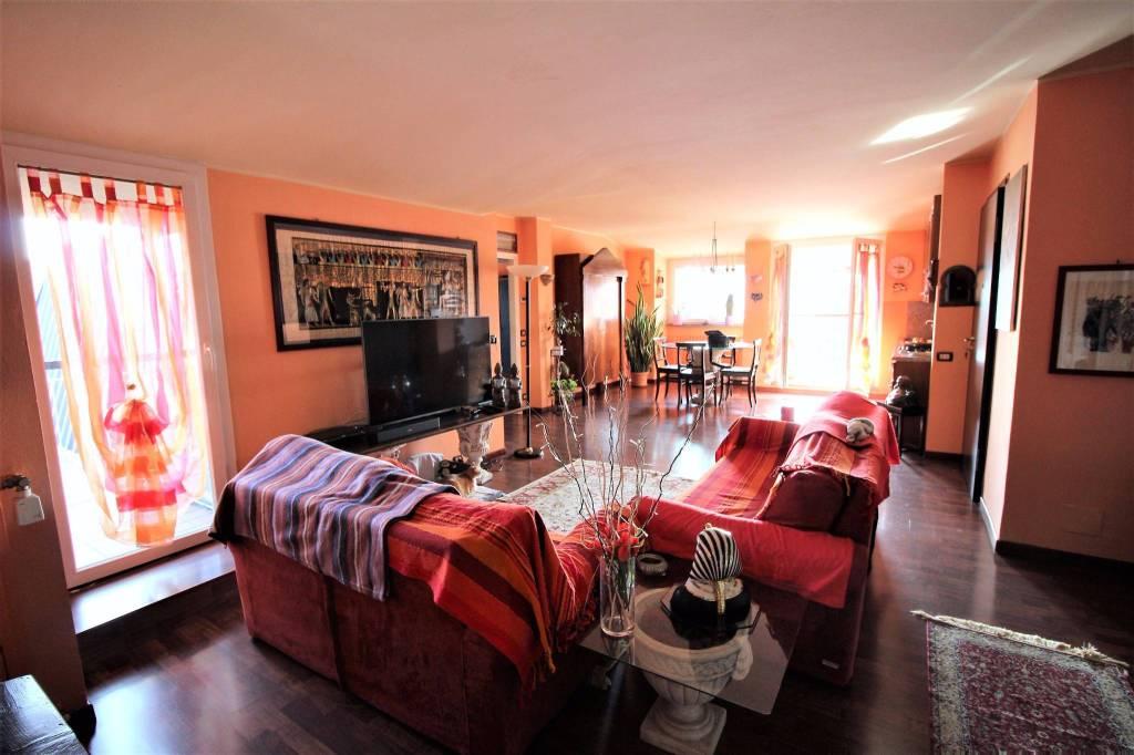 Appartamento in buone condizioni arredato in vendita Rif. 8153688