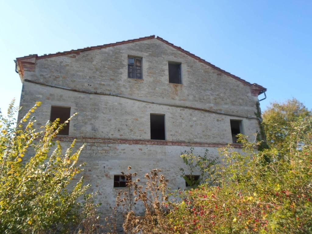 Rustico / Casale da ristrutturare in vendita Rif. 4227964