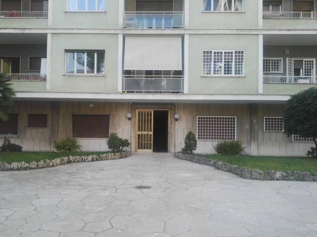 Appartamento in vendita 3 vani 100 mq.  via Pietro da Cortona Roma