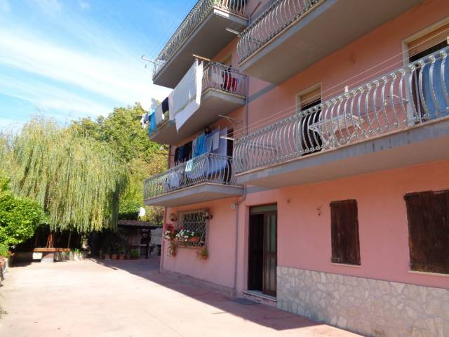 Appartamento in buone condizioni in vendita Rif. 4425831