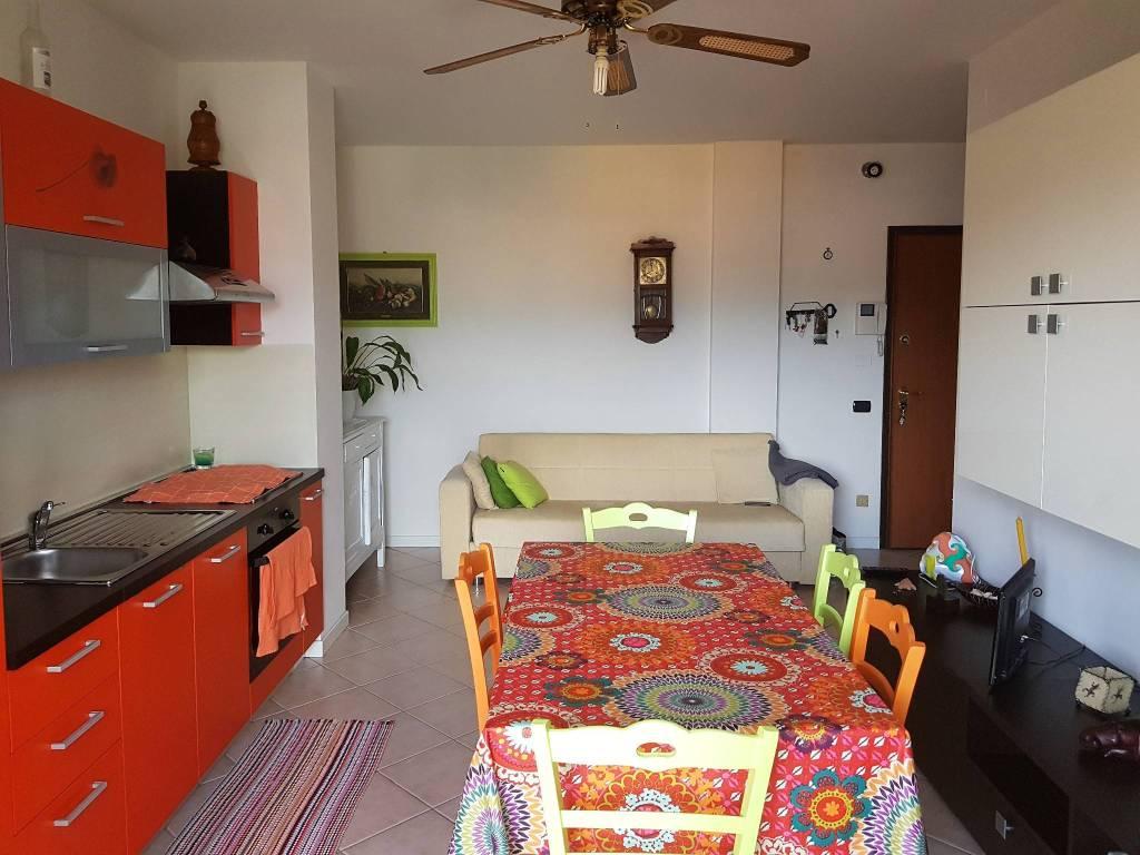 Appartamento in vendita a Seriate, 2 locali, prezzo € 99.000   CambioCasa.it