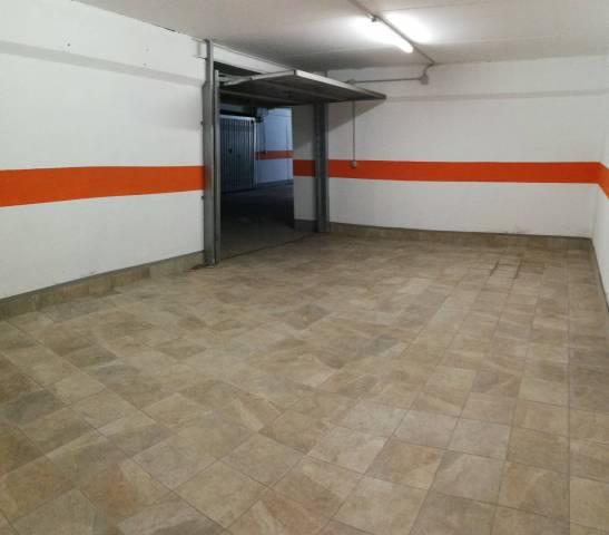 Vallecrosia - Vendesi ampio box auto