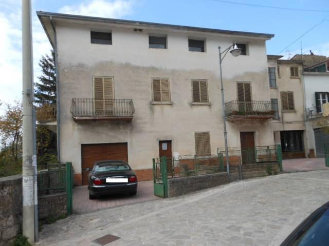 Soluzione Indipendente in vendita a Galluccio, 6 locali, prezzo € 240.000   CambioCasa.it