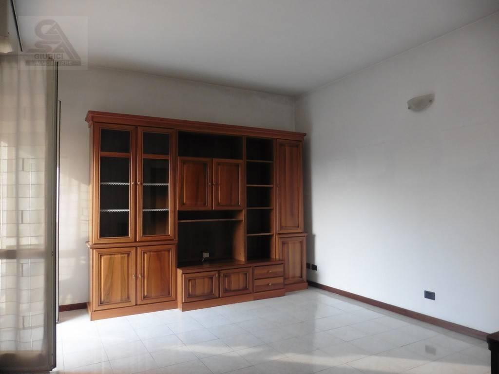 Appartamento in ottime condizioni in vendita Rif. 7703676