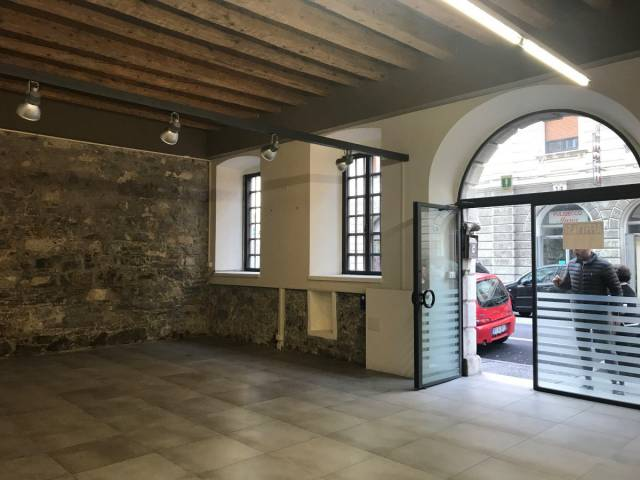 Immobile Commerciale in affitto a Trieste-https://res.getrix.it/media/ad/64337378/1/xs.jpg
