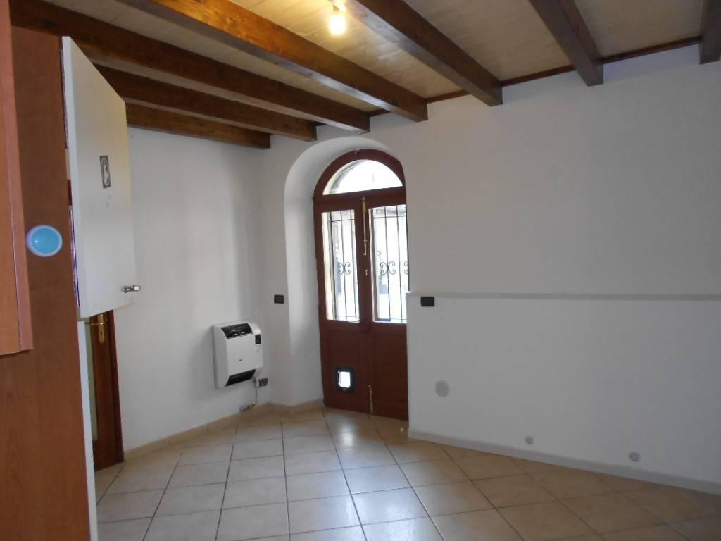 Appartamento in ottime condizioni parzialmente arredato in affitto Rif. 9305157