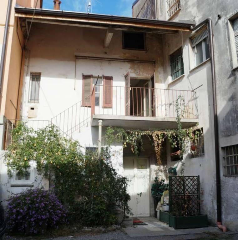 Appartamento in vendita a Taino, 2 locali, prezzo € 45.000 | CambioCasa.it