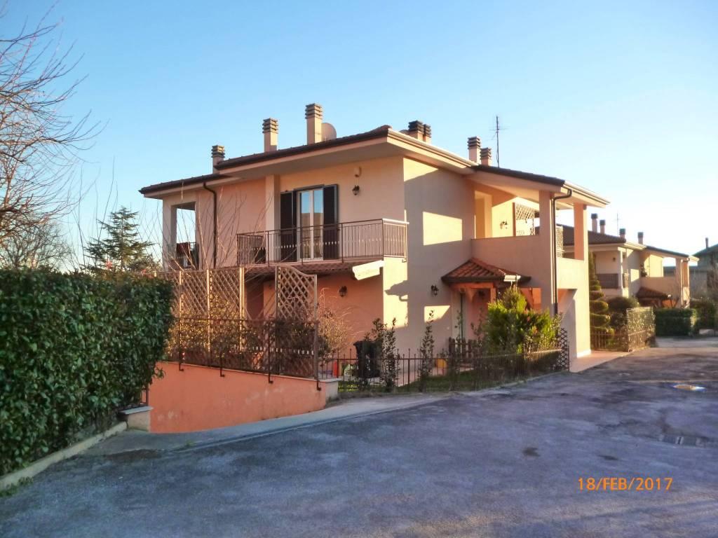Appartamento in buone condizioni parzialmente arredato in vendita Rif. 8962713