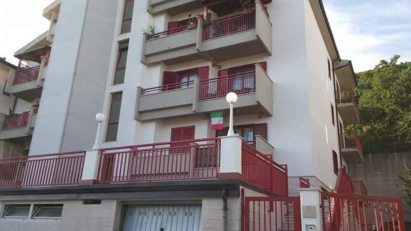 Appartamento in buone condizioni in vendita Rif. 6946957