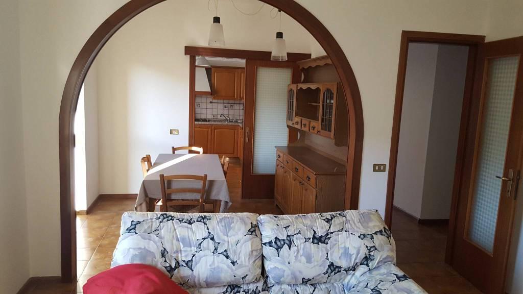 Appartamento in ottime condizioni parzialmente arredato in vendita Rif. 8680349