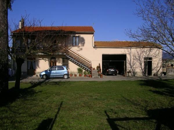 Rustico / Casale in buone condizioni in vendita Rif. 7847262
