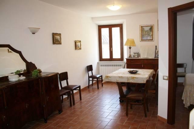 Appartamento in buone condizioni arredato in vendita Rif. 4216084