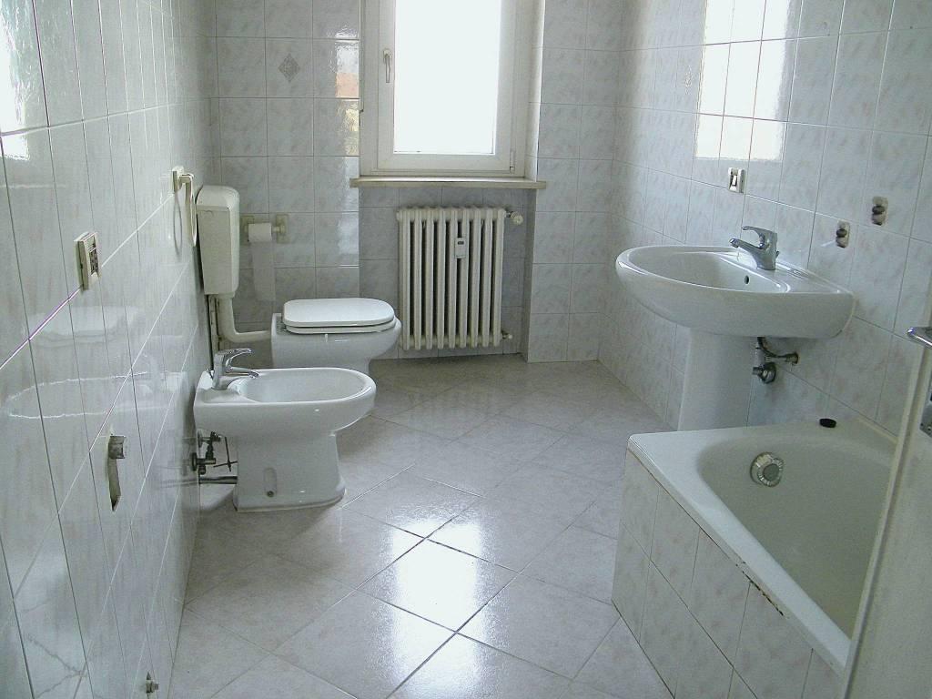 Appartamento in buone condizioni in affitto Rif. 8079373