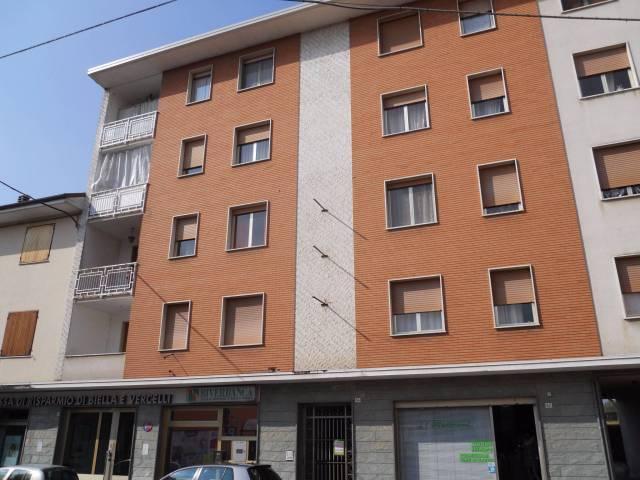 Appartamento in buone condizioni in affitto Rif. 4183583