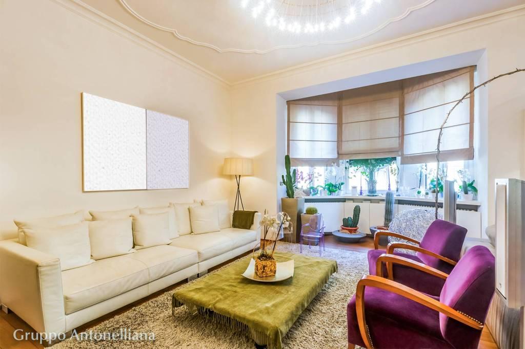 Immagine immobiliare A Torino in Via Governolo, nel quartiere Crocetta-San Secondo, vendiamo appartamento di m² 230 situato al 2° piano di un bel palazzo di inizio '900 con eleganti bovindo che ne movimentano la facciata. L'appartamento nel 20** è...
