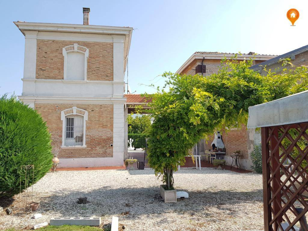 Casa Indipendente in ottime condizioni in vendita Rif. 5103769