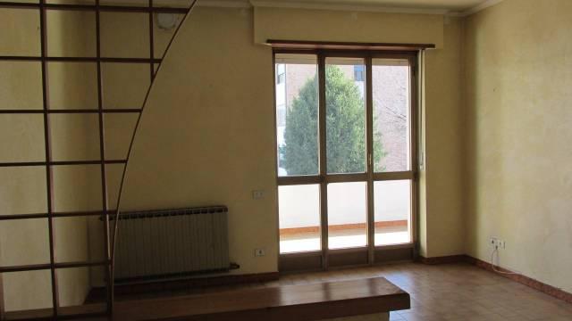Appartamento in buone condizioni in affitto Rif. 4973961