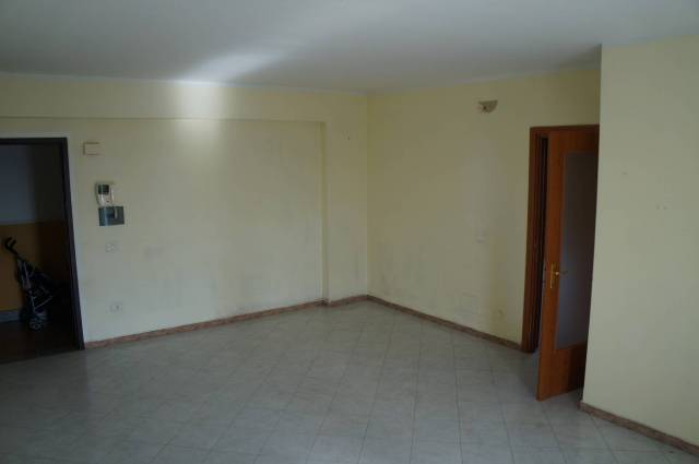 Appartamento in buone condizioni in affitto Rif. 6916262
