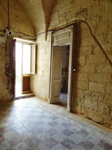 Palazzo in Vendita a Uggiano La Chiesa: 5 locali, 132 mq