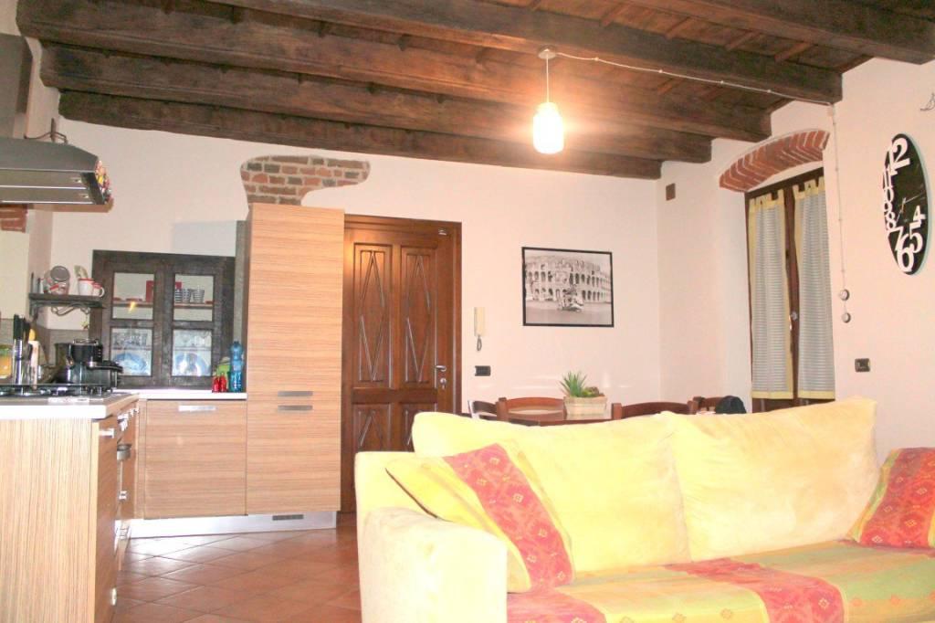 Appartamento in buone condizioni parzialmente arredato in affitto Rif. 8005716