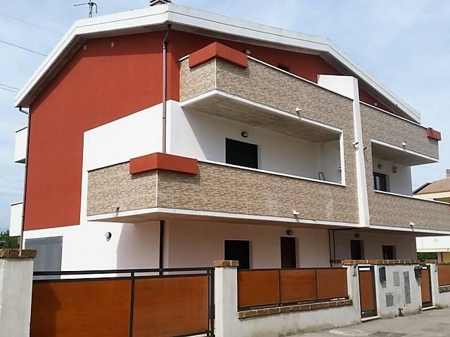 Villa 5 locali in vendita a Cappelle sul Tavo (PE)