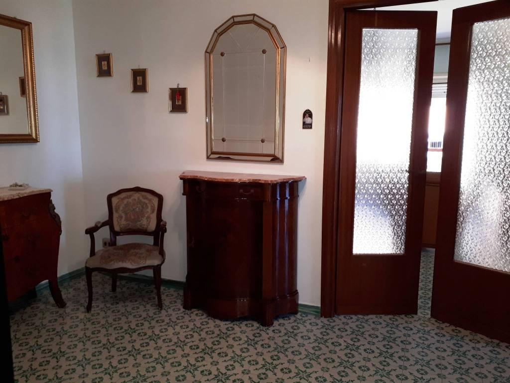 Appartamento in vendita a Aprilia, 2 locali, prezzo € 105.000   CambioCasa.it