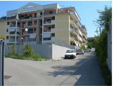 Appartamento in buone condizioni in vendita Rif. 8259704
