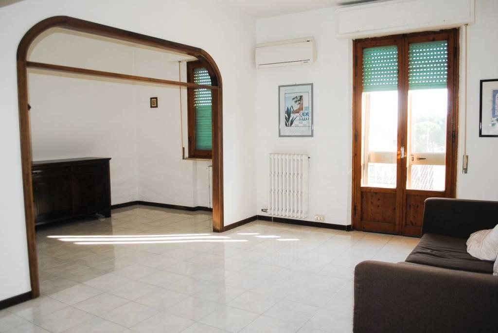 Appartamento in buone condizioni parzialmente arredato in vendita Rif. 8019466
