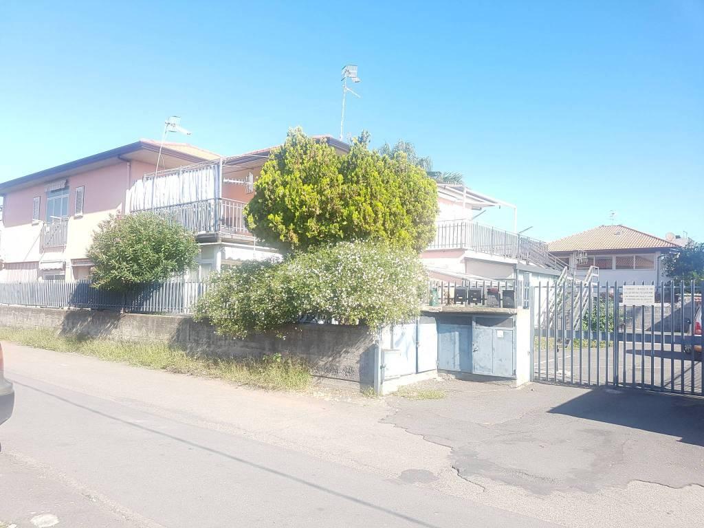 Appartamento in buone condizioni parzialmente arredato in vendita Rif. 8089391