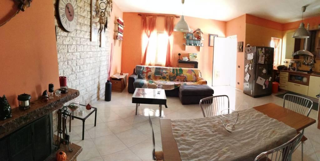 Appartamento in buone condizioni in vendita Rif. 7346553