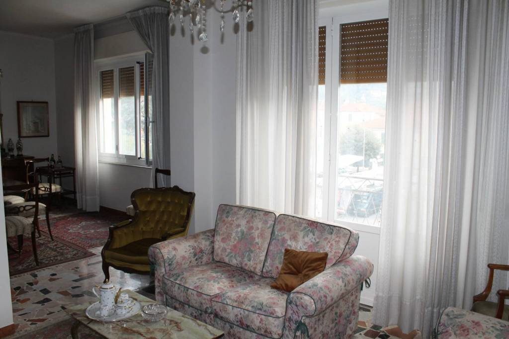 Appartamento in vendita a Pontremoli, 7 locali, prezzo € 175.000 | PortaleAgenzieImmobiliari.it