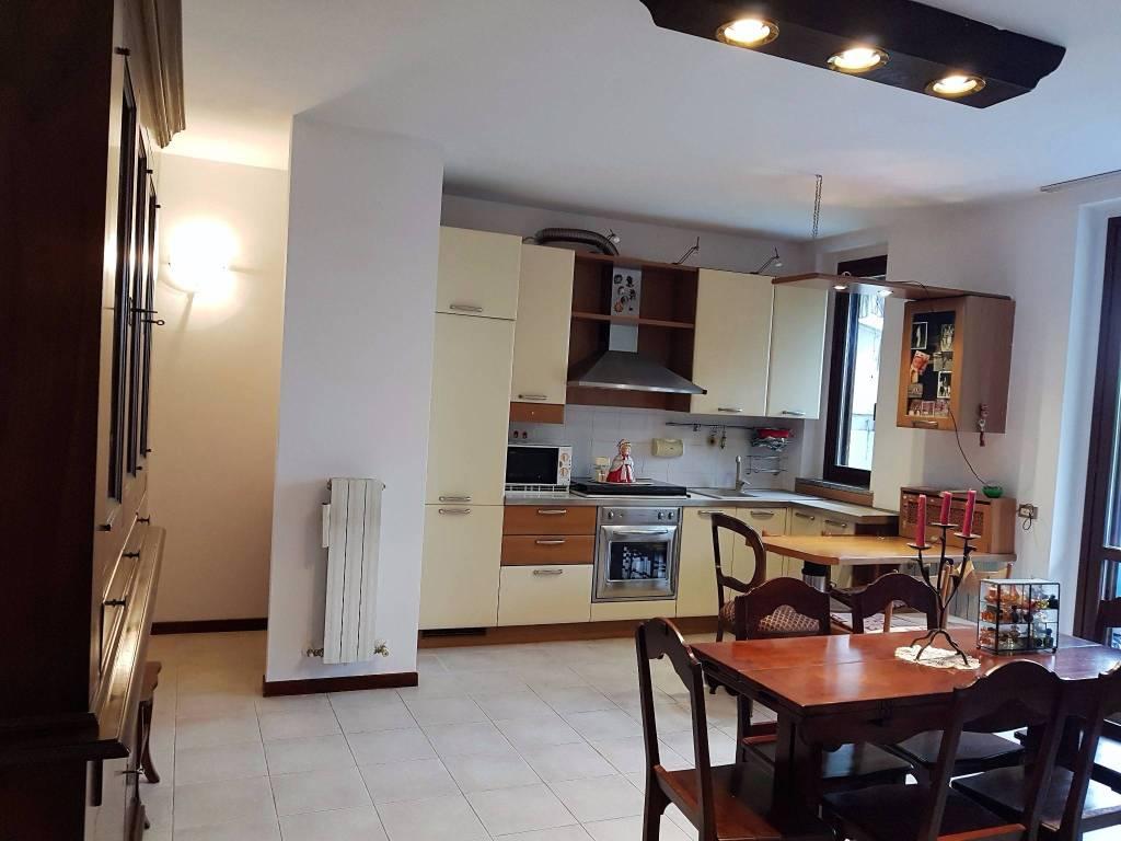 Appartamento in buone condizioni in vendita Rif. 8506781